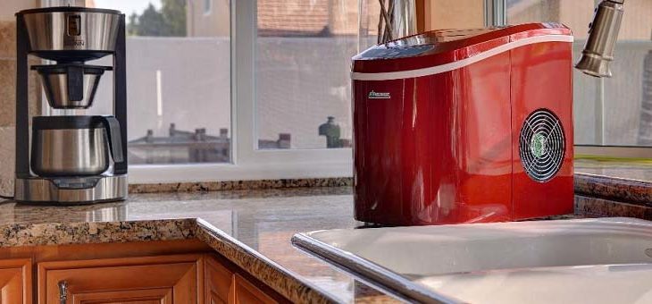Keeping Drinks Cold With a Countertop Portable Ice Maker
