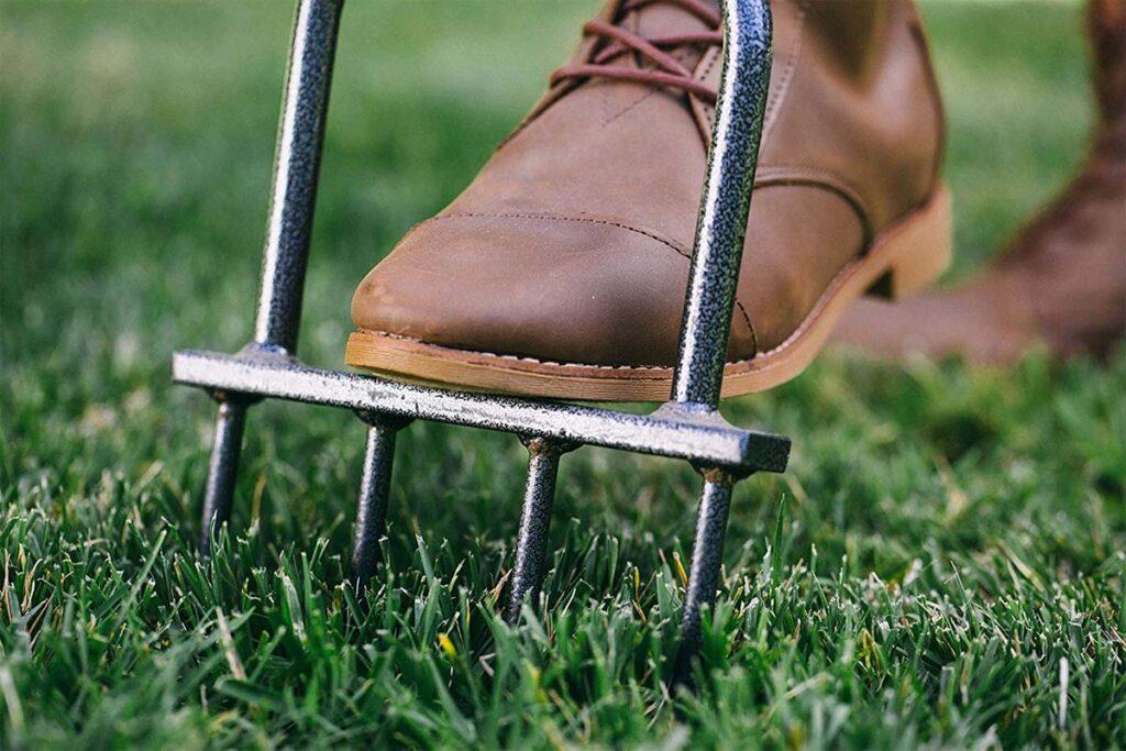 Best manual lawn aerator