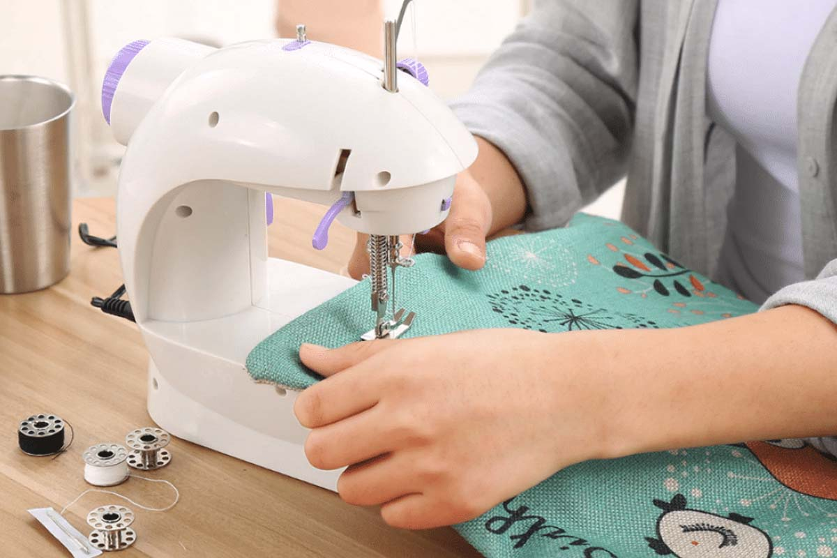 10 Cheap Sewing Machines Under $100