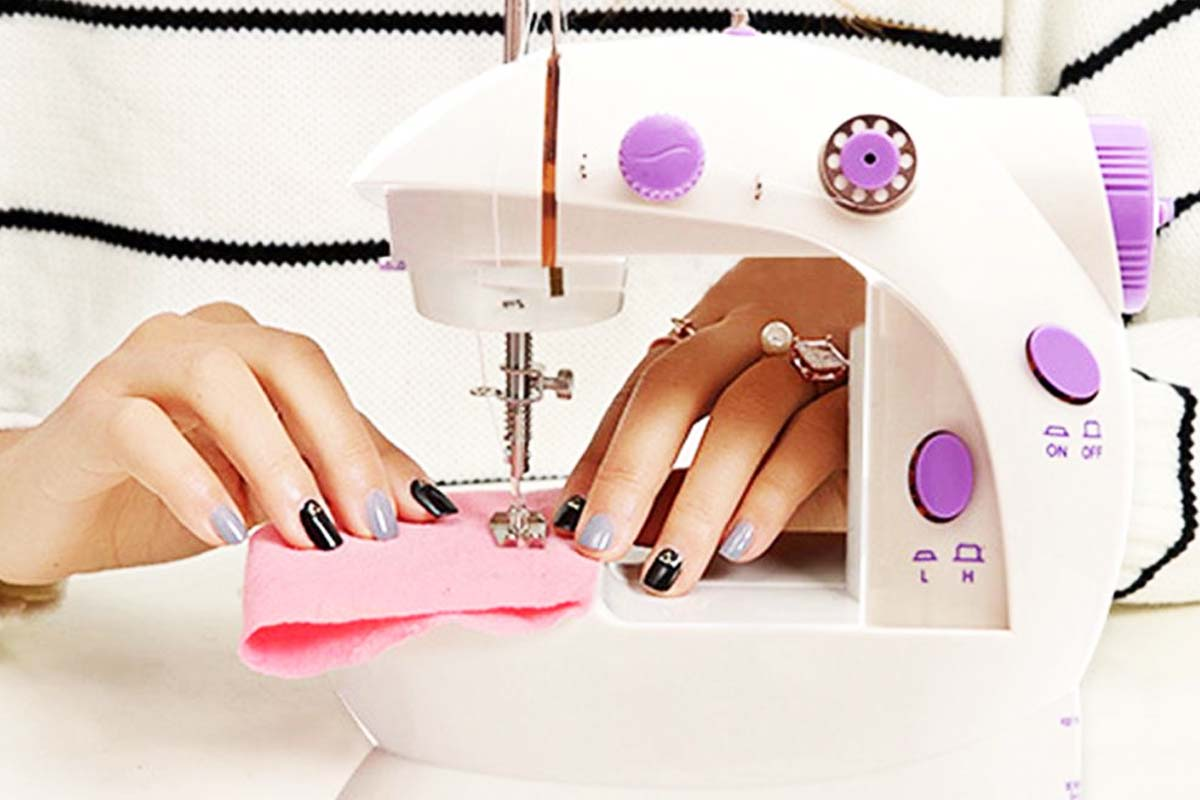 10 Best Portable Sewing Machines For Kids & Adults